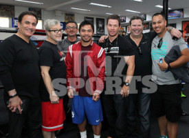 mark-wahlberg-manny-paqcuiao-training-visit-photos-013-480w